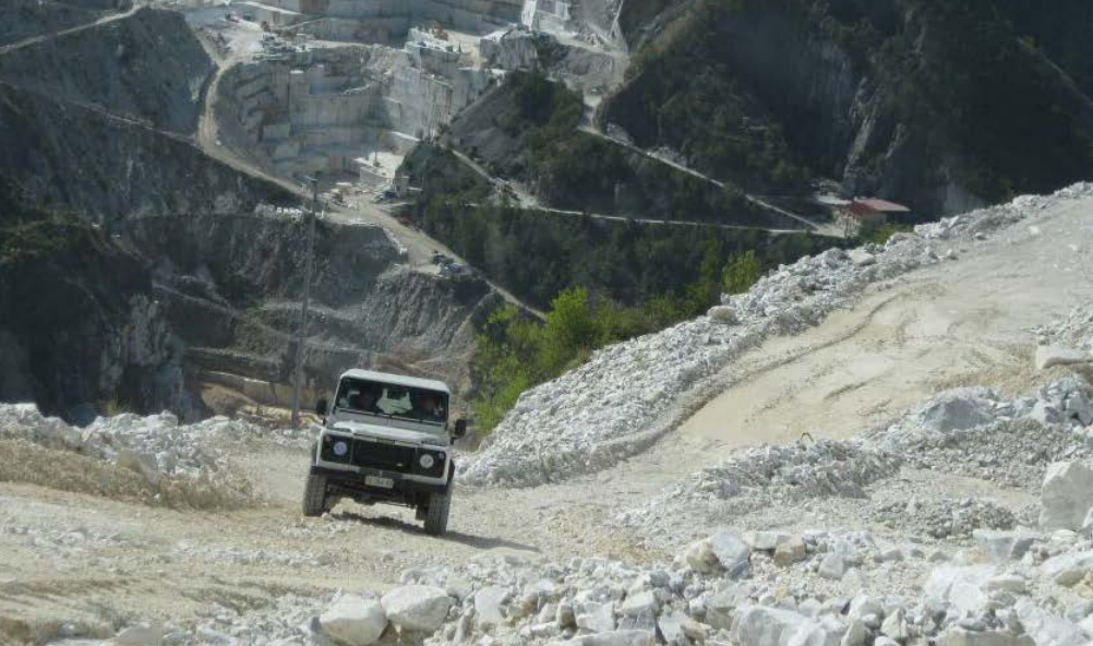 Visita in Jeep alle cave di Carrara