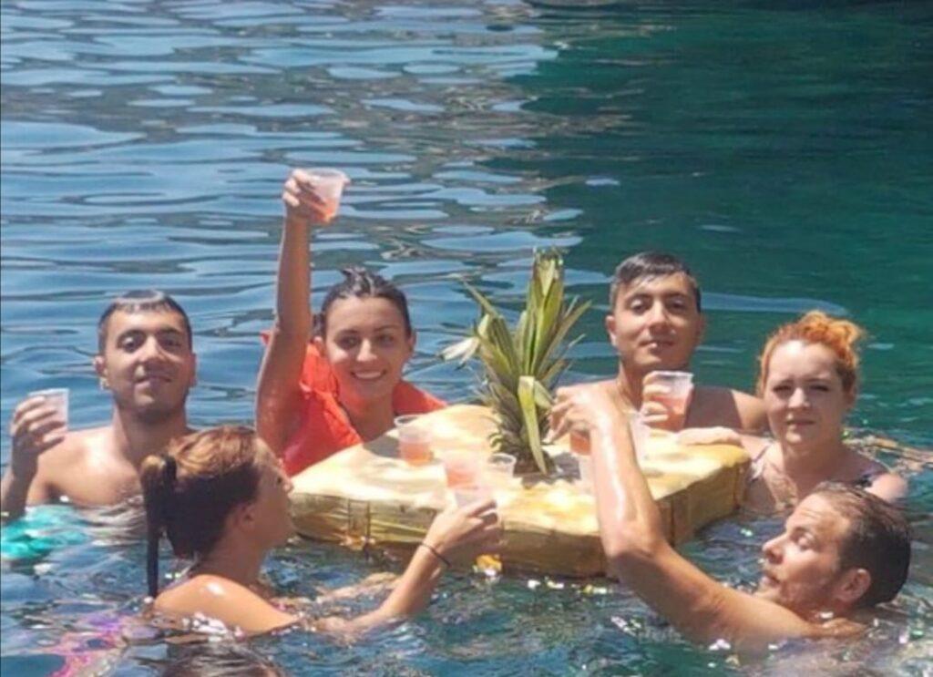 Aperitivo galleggiante